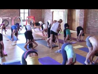 Ashtanga Yoga Primary full led class by Max Czenszak